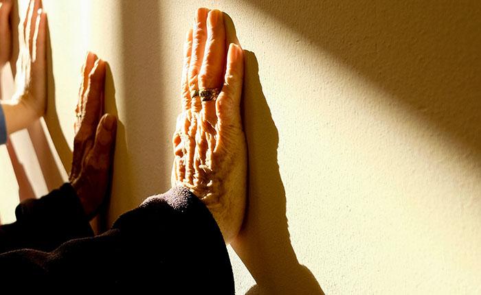 Elderly fingers hands 233227ad